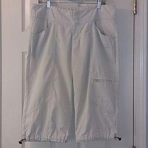 Nike Sportswear Women's Capri Crop Pants.